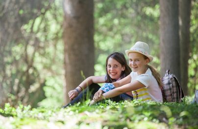 Naturerlebnis Schülerinnen Wald