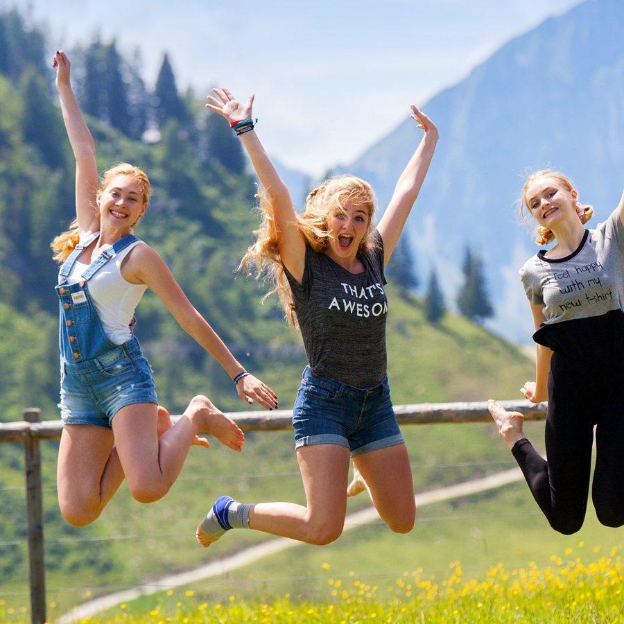 Fröhliche Sommersportwoche Berglandschaft